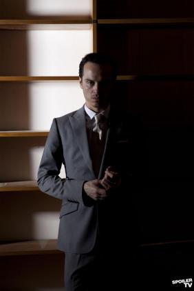 Sherlock s2 Andrew Scott as Moriarty 003_FULL